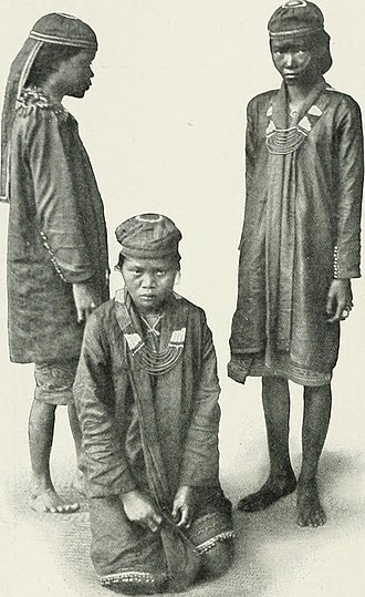 Bidayuh - Bidyuh borich or female witch doctors, 1908.