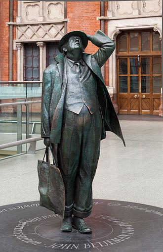 John Betjeman - Betjeman Statue at St Pancras