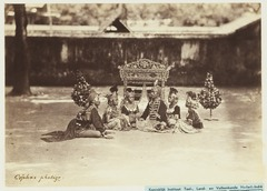 KITLV 3925 - Kassian Céphas - Wayang orang-performance of the story Langendrija V in the Kraton of the Sultan of Yogyakarta - Around 1885.tif