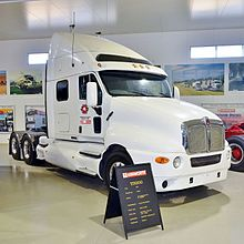 camion definizione 220px-Kenworth_T2000%2C_Kenworth_Dealer_Hall_of_Fame%2C_2015