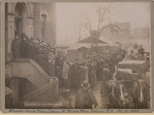 Klondikers buying miner's licenses at Custom House, Victoria, B C, Feb 21, 1898 (HS85-10-9774)