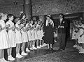 Koningin Juliana en Danny Kaye bij een uitvoering voor Unicef, Bestanddeelnr 907-3714.jpg