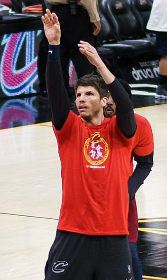 Kyle Korver - Korver warming up with Cleveland in 2018