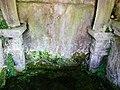 La Loubière Cayssac fontaine colonnes.jpg