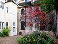 La cour d'honneur jouxtant la chapelle.6413.JPG