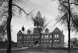 Das Lac qui Parle County Courthouse, seit 1985 im NRHP gelistet[1]