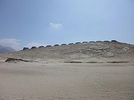 Las trece torres del observatorio astronómico de Chanquillo.jpg