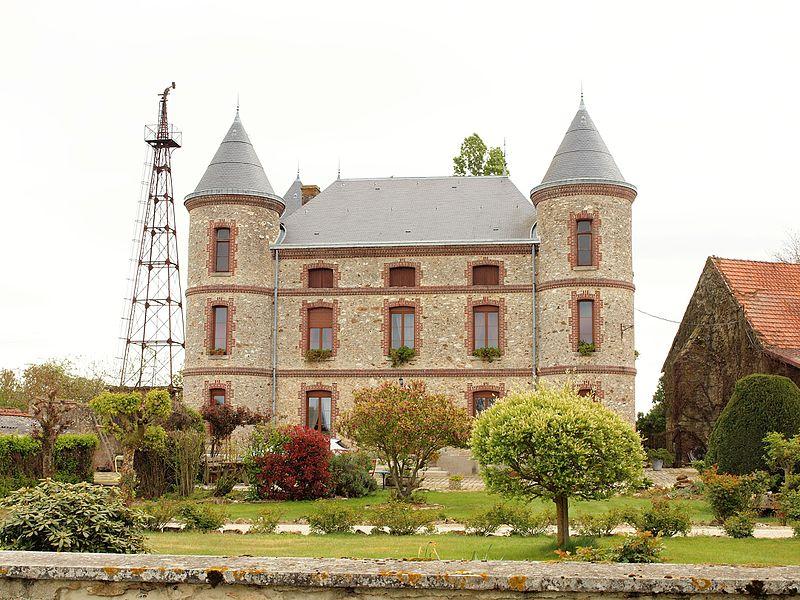 Charleville (Marne, France); ferme dite de la Distillerie, dans le hameau du Clos-le-Roi.