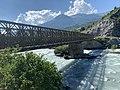 Le pont Neuf qui franchit la Durance, à la limite entre Embrun et Saint-André-d'Embrun (2).jpg