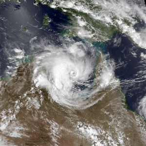 Cyclone Les (1998) - Image: Les Jan 24 1998 0531Z