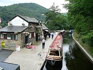 Llangollen Canal - Image: Llangollen canal wharf