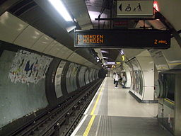 London Bridge tube stn southbound Northern look north