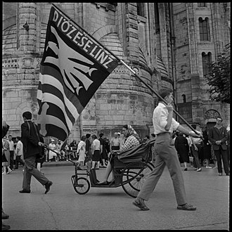 Roman Catholic Diocese of Linz - Flag of Diocese of Linz in Lourdes in 1964.