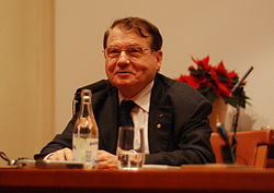 Luc Montagnier-press conference Dec 06th, 2008-4.jpg