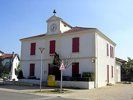 The town hall in Luglon