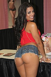 Luna Star at Exxxotica NJ 2013.jpg