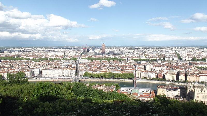 Lyon depuis la colline de Fourvière, la presqu'île se trouve entre les deux fleuves et les