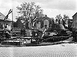 Mátyásföld, Újszász utca 41-43. Magyar Királyi Honvéd gépkocsiszertár díszudvara, haditechnikai bemutató. Fortepan 72101.jpg