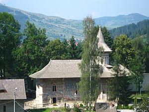 Voroneț Monastery - Image: Mănăstirea Voroneț Vedere de sus