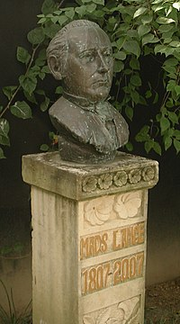 Mads Lange Bust at his Tomb.jpeg
