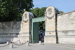 Main gate of the Père-Lachaise Cemetery, Paris 13 June 2014.jpg