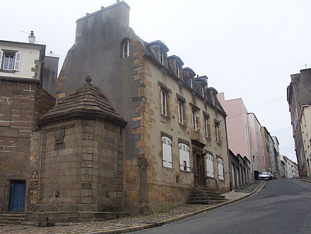 The Maison de la Fontaine in Recouvrance, one of the oldest houses of Brest (end of the 17th century, beginning of the 18th century). Maison de la Fontaine-Brest.jpg