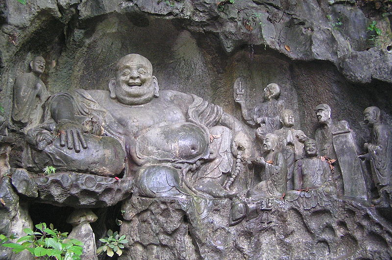 Archivo:Maitreya and disciples carving in Feilai Feng Caves.jpg