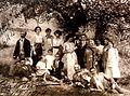 Maria Pavlovna Abamelik-Lazareva with guests in Pratolino (1913).jpg