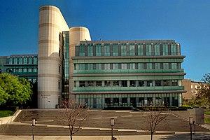 Arthur Erickson - McGaugh Hall, University of California, Irvine (1991)