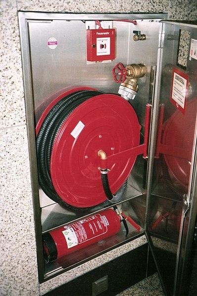 File:Mh Wandhydrant im Kaufhaus.jpeg