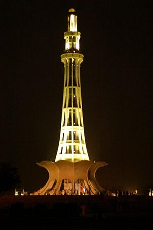 Minar-e-Pakistan - Image: Minar e Pakistan at Night