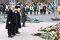 Ministru prezidents Valdis Dombrovskis piedalās ziedu nolikšanas ceremonijā pie Brīvības pieminekļa (6357983615).jpg