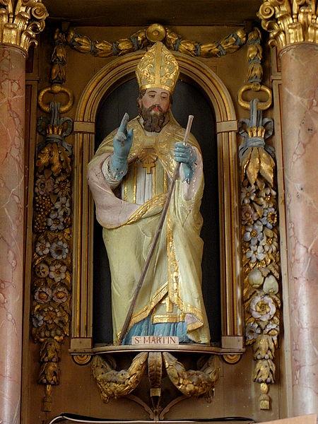 Église Saint-Martin de Montreuil, commune de Montreuil-Poulay (53). Maître-autel et son retable. Statue de Saint-Martin.