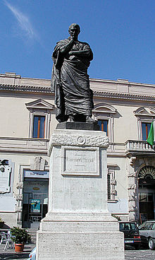 Monument to Ovid (Sulmona) by-RaBoe 01.jpg