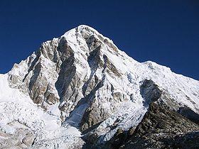 Afbeelding van de Pumori berg.