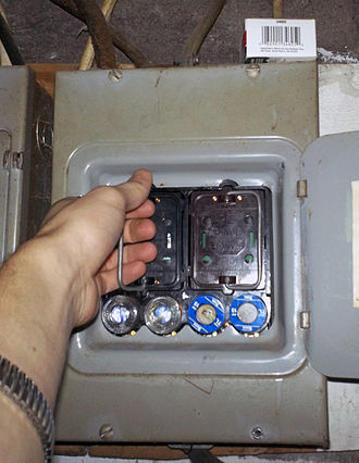 Distribution board - An older style fuse box of the variety used in the United States