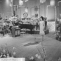 Nationaal Songfestival 1964 Anneke Grönloh met orkest, Bestanddeelnr 916-0853.jpg