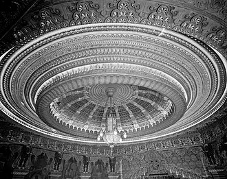 Oriental Theatre (Portland, Oregon) - Dome and chandelier, with a combined 5,400 light bulbs
