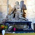 P1000887 Paris V Eglise Saint-Médard statue saint Denis.JPG