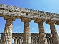 Paestum - Particolare della trabeazione del Tempio di Hera.jpg