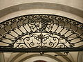 Palazzo bartolommei, androne 04 inferriata.JPG