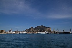 Palermo photographed from the gulf, 22 april 2012.jpg