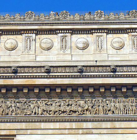 "Detail of the Arc de Triomphe with on the top right the name ""Alkmaer"" ParigiArcoTrionfoEtoileAttico&Trab.jpg"