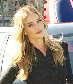 Rosie Huntington-Whiteley Paris Motor Show'ssa 2014.