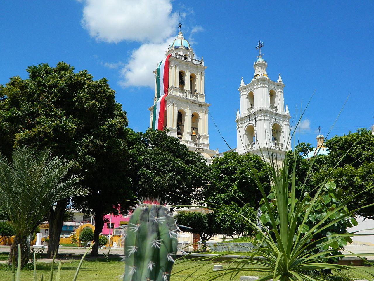 Vista de la iglesia de Acatlán de Osorio