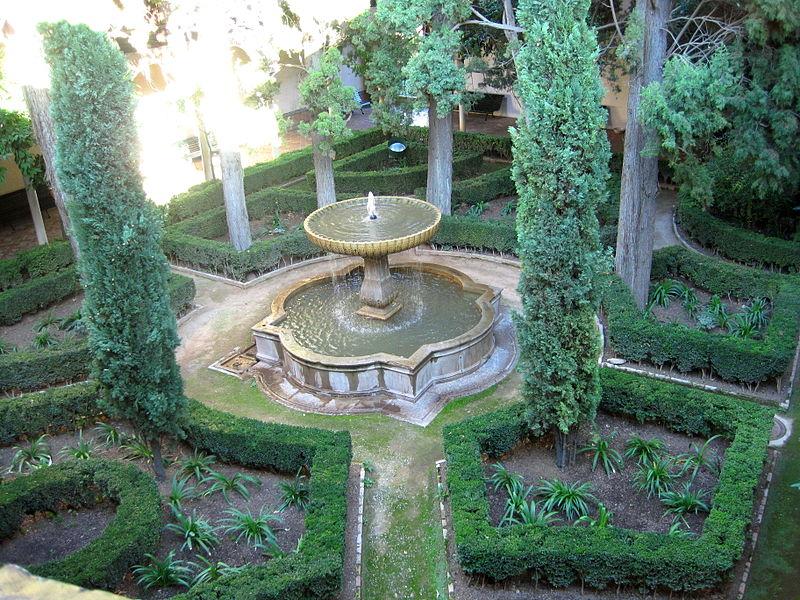 Archivo patio de la reja o de los cipreses la alhambra for Patios de granada