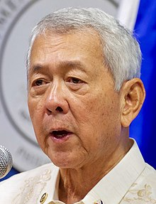 Philippines Foreign Secretary Yasay Addresses Reporters at a News Conference (28502880421) (cropped).jpg