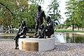 Piazza Dante, monumento Famiglia Trentina 1.jpg
