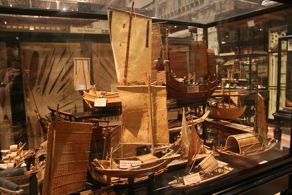 Maquette de bateaux traditionnelles dans le musée Pitt Rivers à Oxford. Photo de Einsamer Schütze