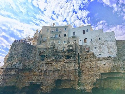 Polignano a Mare grotta3.jpg